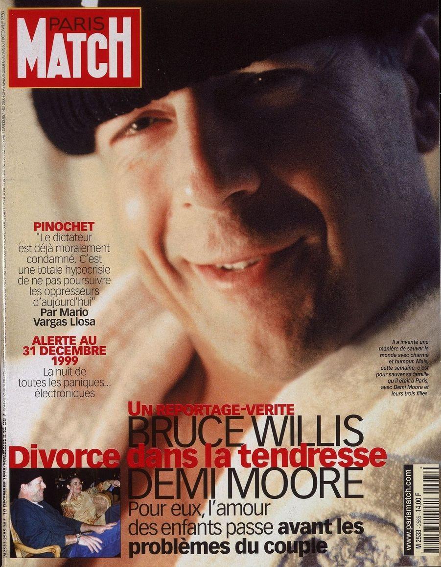 Bruce Willis, six mois après la séparation, en couverture de Paris Match, n°2585 daté du 10 décembre 1998.