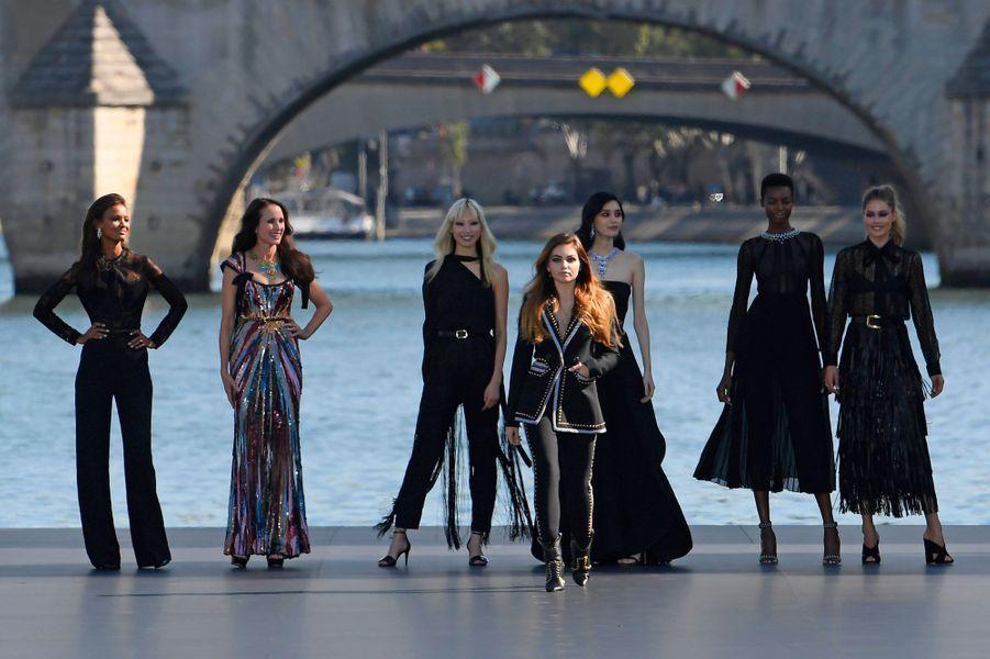 Liya Kebede, Andie MacDowell, Soo Joo Park, Thylane Blondeau, Maria Borges et Doutzen Kroes lors du défilé L'Oréal à Paris, dimanche.