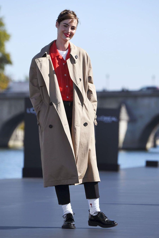 Louise Bourgoin lors du défilé L'Oréal à Paris, dimanche.