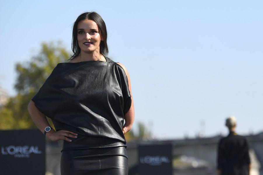Marie Bochet lors du défilé L'Oréal à Paris, dimanche.