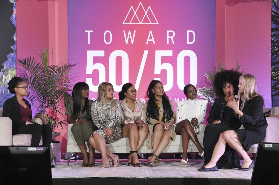 Jerhonda Pace, Asante S McGee, Lizzette Martinez, Lisa Van Allen, Kitti Jones, Faith Rodgers Lili Bernard et Mira Sorvino lors d'une discussion honorant les victimes de R. Kelly au sommet «Power Women» organisé par The Wrap à Santa Monica le 25 octobre 2019