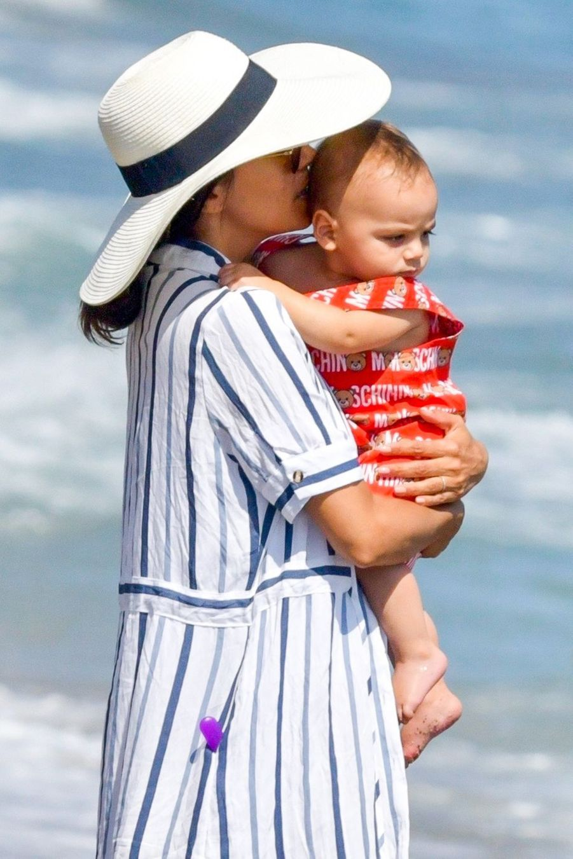 Eva Longoria et son fils Santiago à Marbella, le 9 juillet 2019