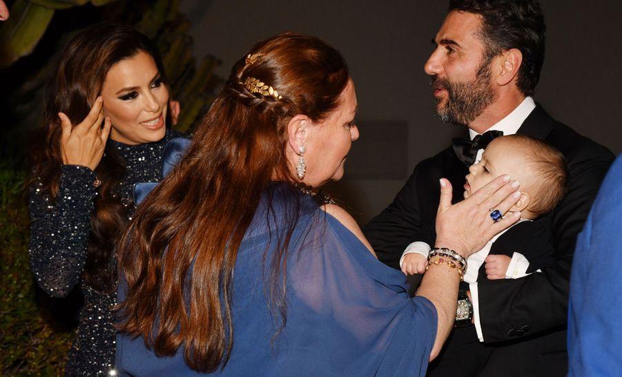 "CamilleSereys de Rothschild, Eva Longoria, José Antonio Baston et leur fils Santiagoau ""Global Gift Gala"" à Cannes, le 20 mai 2019"