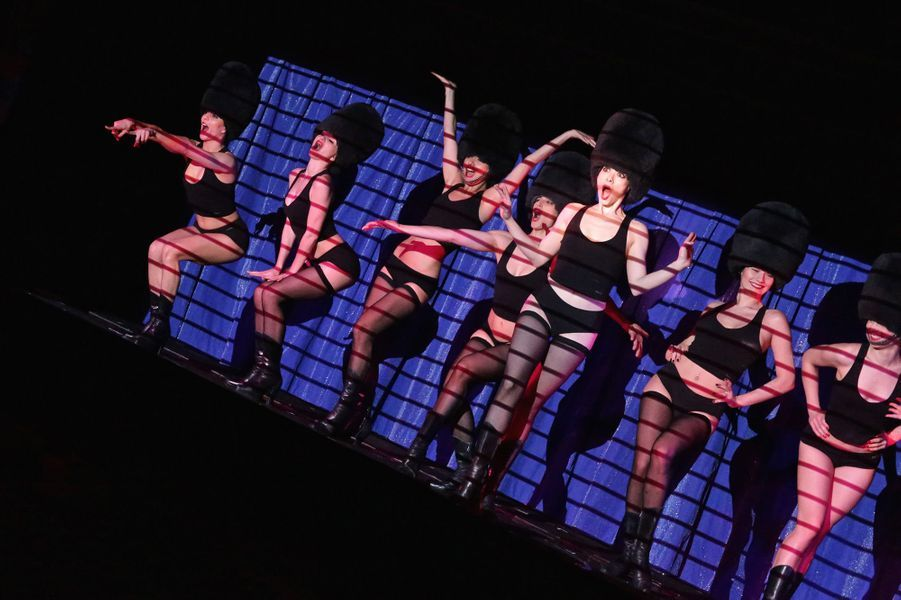 """Les Crazy Girls préparent le nouveau show """"Totally Crazy"""", sur la scène du Crazy Horse le 31 mars 2017."""