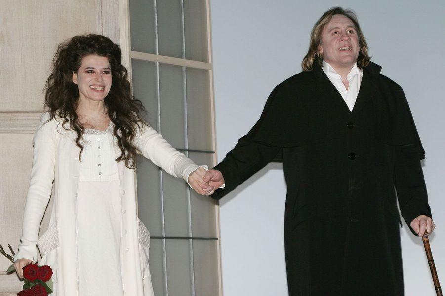 """Fanny Ardant et Gérard Depardieu après une représentation de """"La bête de la jungle"""" en 2004."""