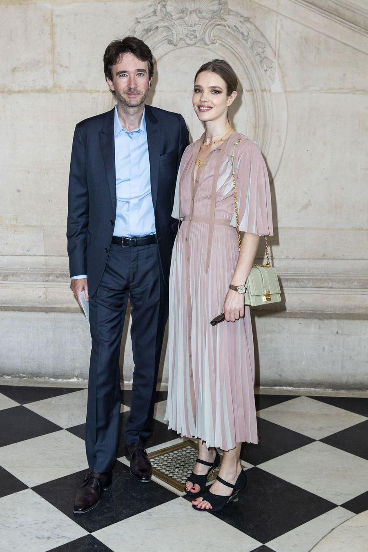 Antoine Arnault et sa compagne Natalia Vodianova lors du défilé Christian Dior à Paris, le 26 février 2019