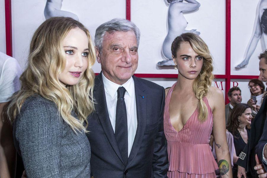 Jennifer Lawrence, Sidney Toledano et Cara Delevingnelors du défilé Christian Dior à Paris, le 26 février 2019