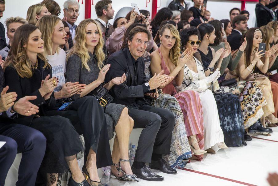 Karlie Kloss, Jennifer Lawrence et Cara Delevingnelors du défilé Christian Dior à Paris, le 26 février 2019