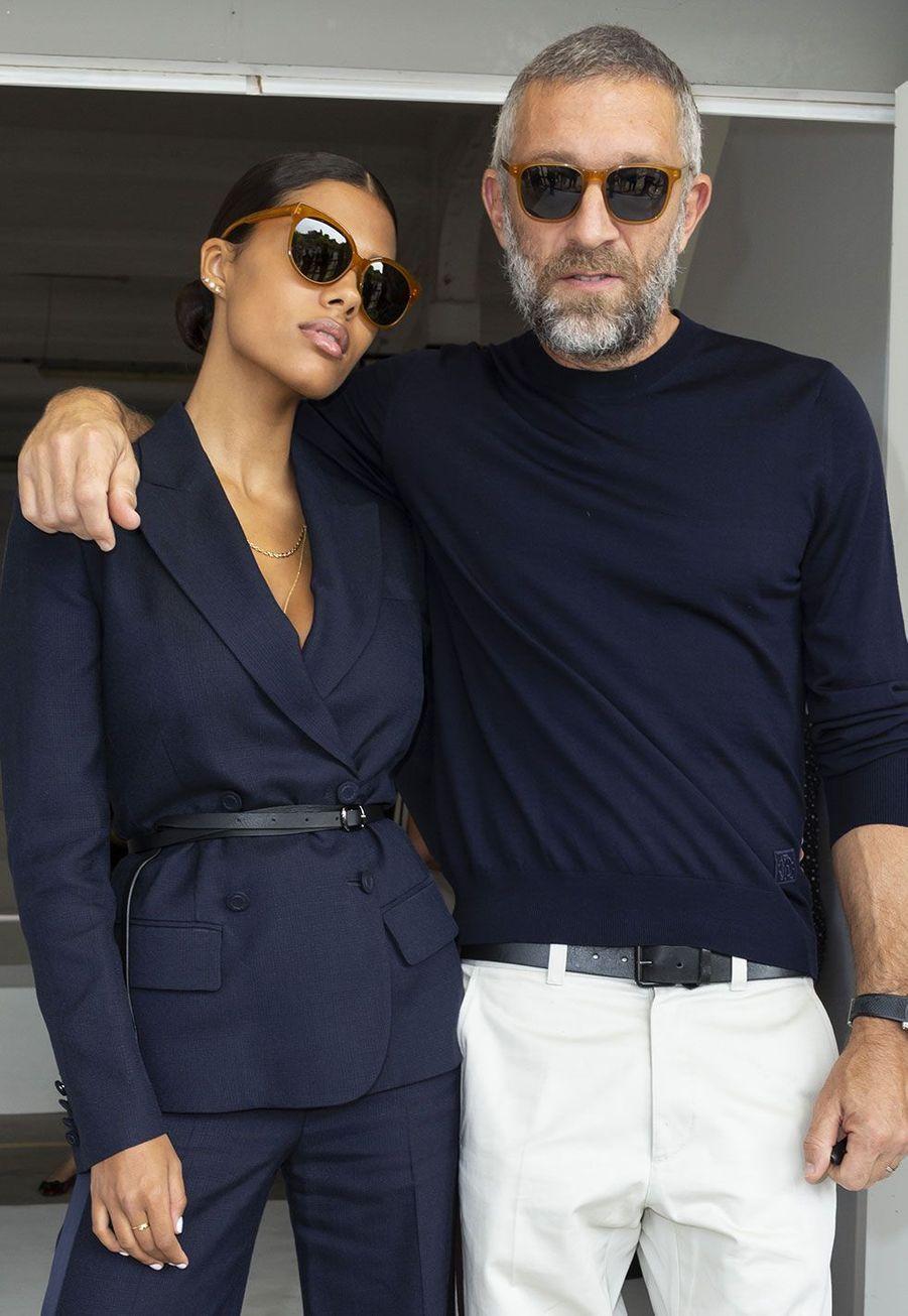 Vincent Cassel et Tina Kunakey au défiléRoberto Cavalli, à Milan samedi