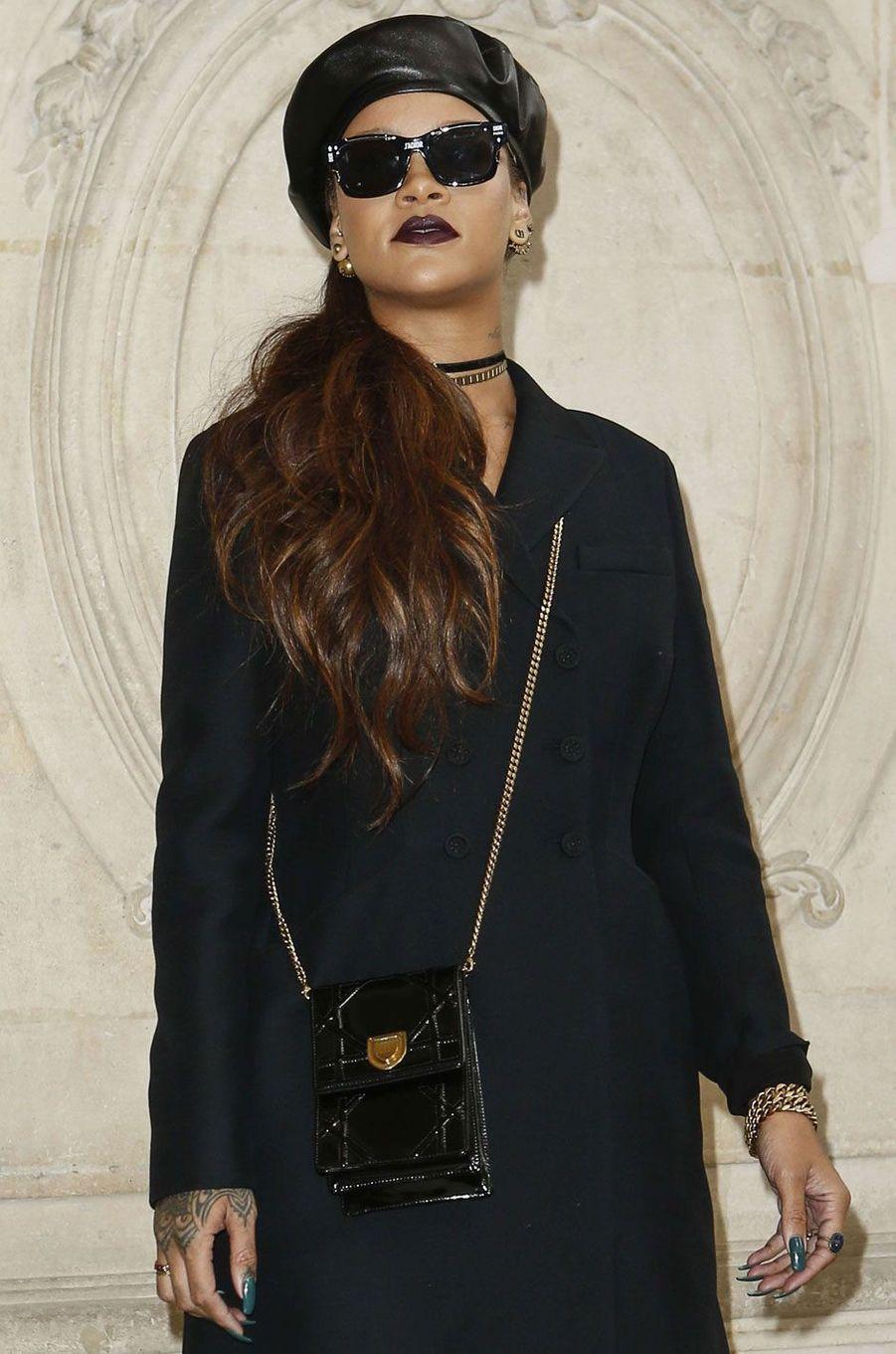 Rihanna au défilé Christian Dior durant la Paris Fashion Week.