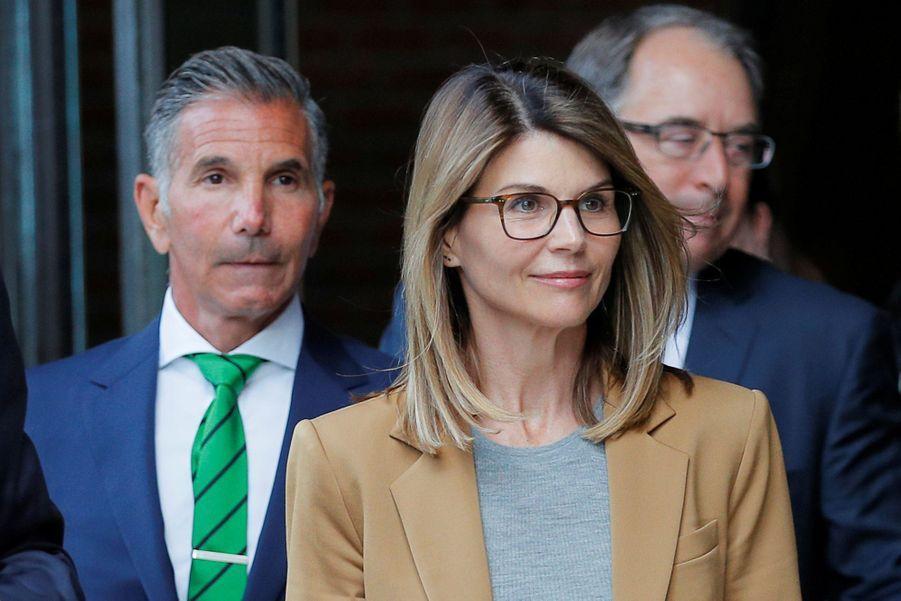 Lori Loughlinà sa sortie du tribunal de Boston le 3 avril 2019