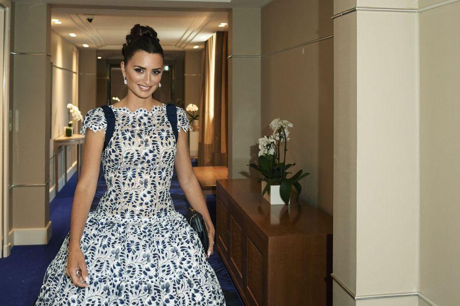Penélope Cruz (en robe Chanel Haute Couture et bijoux Atelier Swarovski Fine Jewelry) pour « Douleur et gloire », de Pedro Almodovar, en compétition officielle.