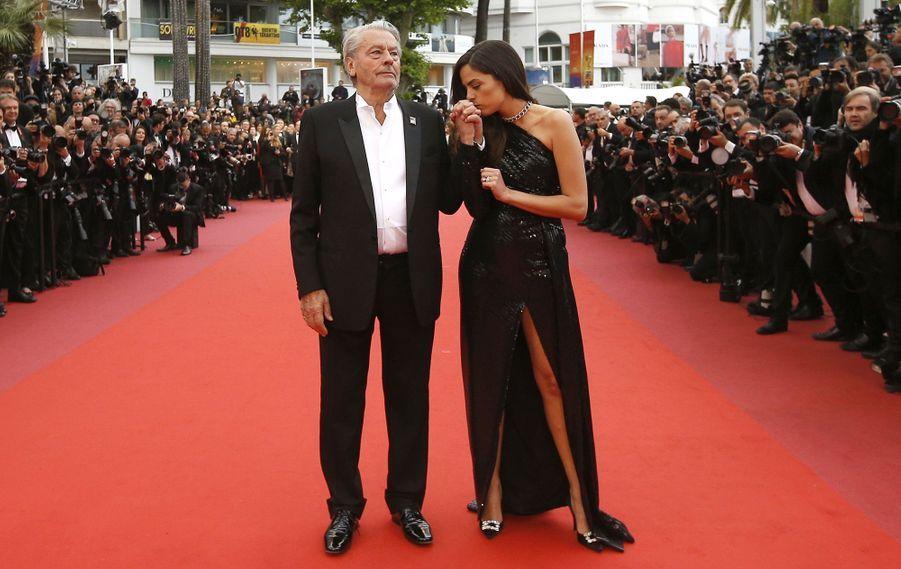 Alain Delon et sa fille Anouchka lors de la montée des marches du film «Une vie cachée» le 19 mai 2019