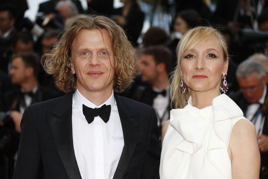 Alex Lutz et Audrey Lamy (bijoux David Morris)lors de la montée des marches du film «The Dead Don't Die» lors du 72e Festival de Cannes le 14 mai 2019
