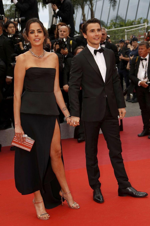 Anouchka Delon (bijouxPomellato) et Julien Dereimslors de la montée des marches du film «The Dead Don't Die» lors du 72e Festival de Cannes le 14 mai 2019