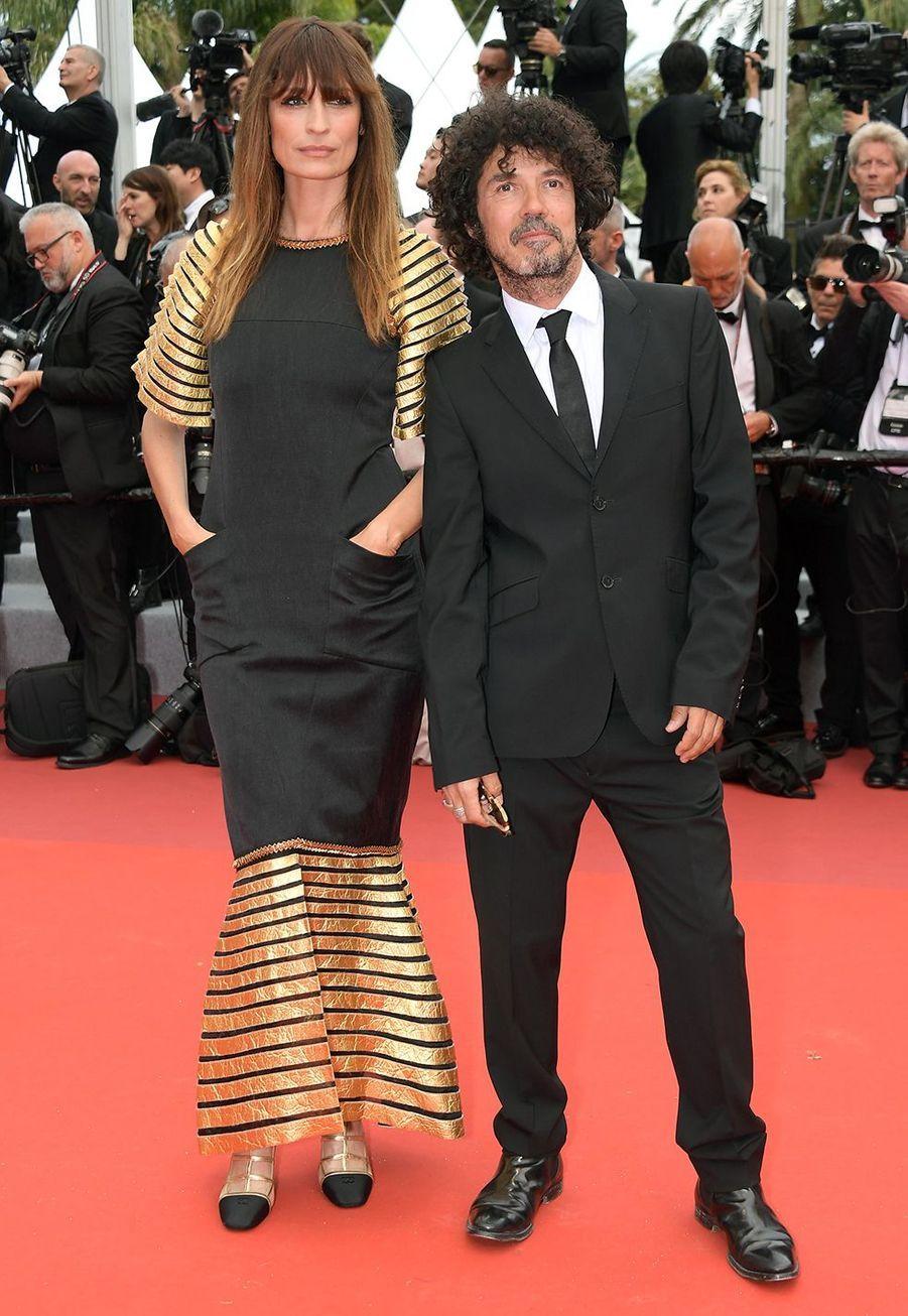 Caroline de Maigret et Yarol Poupaudlors de la montée des marches du film «The Dead Don't Die» lors du 72e Festival de Cannes le 14 mai 2019