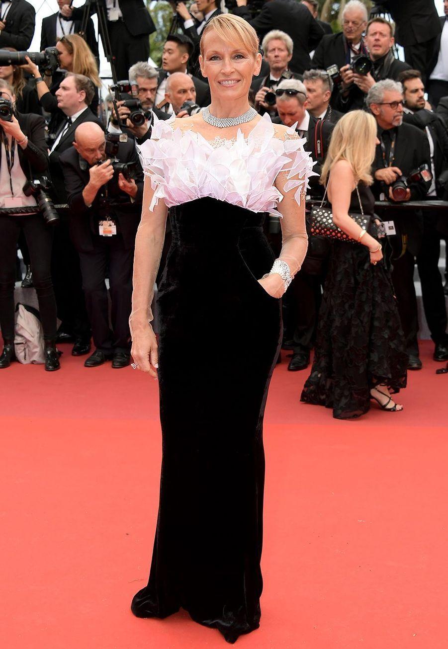 Estelle Lefébure (en bijouxBurma)lors de la montée des marches du film «The Dead Don't Die» lors du 72e Festival de Cannes le 14 mai 2019