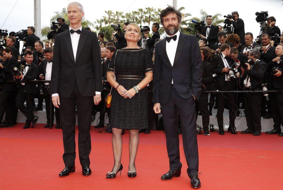 Le ministre de la Culture Franck Riester, Rosalie Varda et Mathieu Demylors de la montée des marches du film «The Dead Don't Die» lors du 72e Festival de Cannes le 14 mai 2019