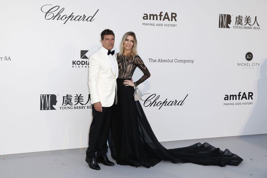 Antonio Banderas et Nicole Kempelau gala de l'amfAR à Antibes en marge du Festival de Cannes le 23 mai 2019