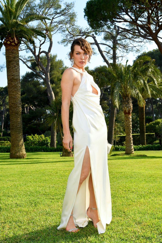Milla Jovovichau gala de l'amfAR à Antibes en marge du Festival de Cannes le 23 mai 2019