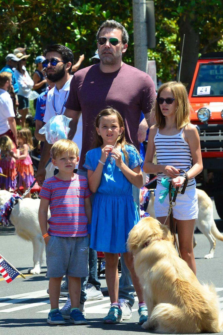 Ben Affleck et ses enfantsViolet, Samuel et Seraphinaà Santa Monica, le 5 juillet 2017