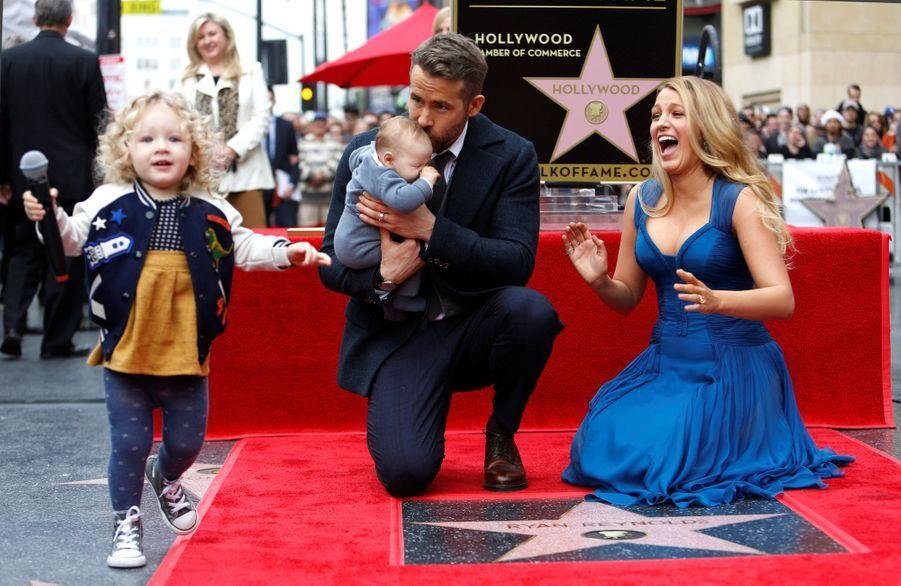 Ryan Reynolds, Blake Lively et leurs enfants James et Inez à Hollywood, le 15 décembre 2016