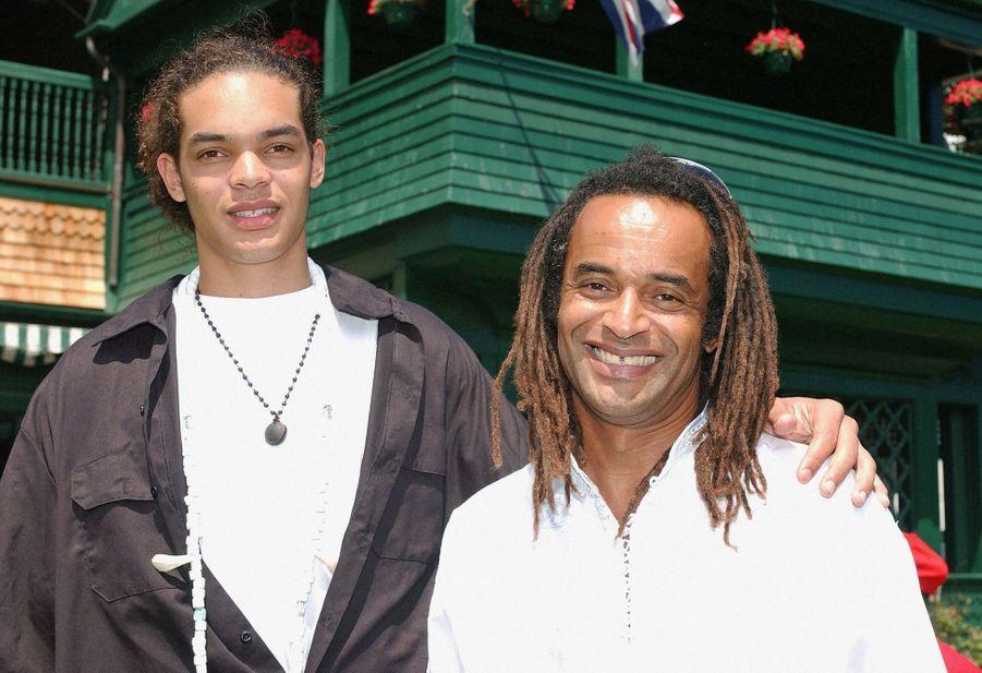 Yannick Noah et son fils Joakim à Rhode Island, le 9 juillet 2005