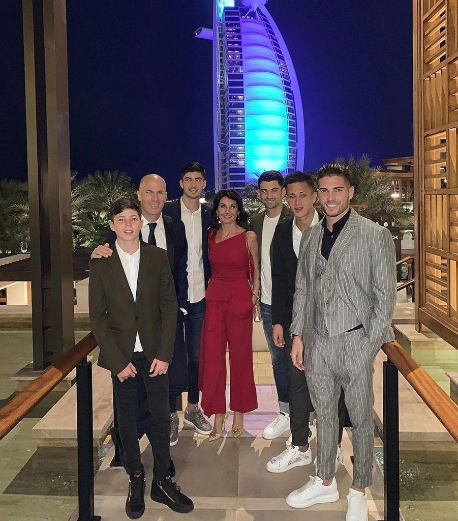 Zinédine Zidane, sa femme Véronique et leurs enfants Enzo, Luca, Théo et Elyaz à Dubaï, le 27 décembre 2018