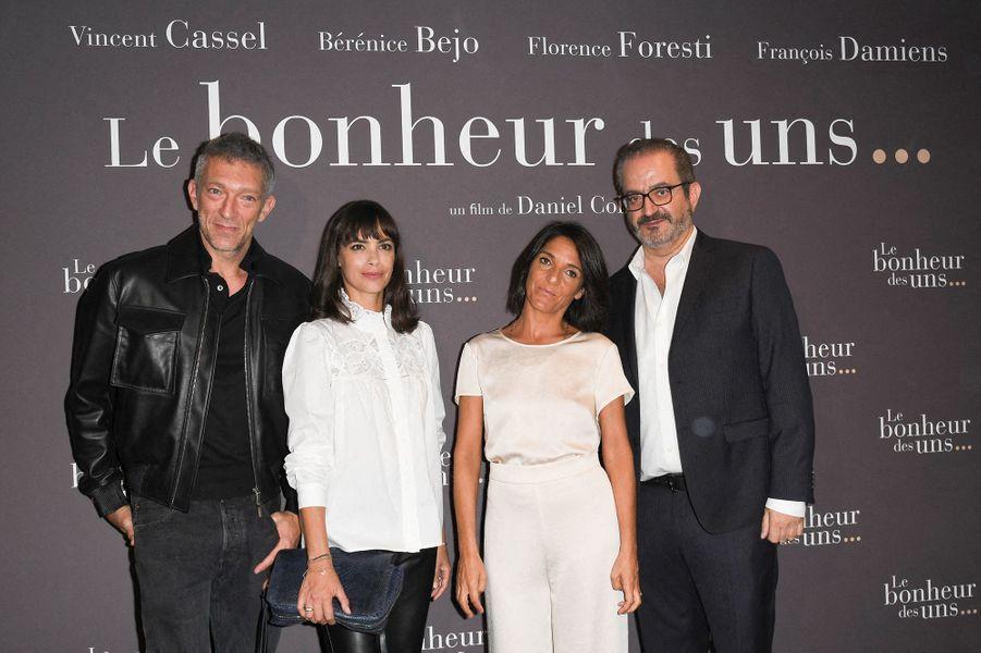 Vincent Cassel, Bérénice Béjo, Florence Foresti et Daniel Cohenà l'avant-première du film «Le Bonheur des uns...» au cinéma Pathé Opéra Premier à Paris, le 8 septembre 2020