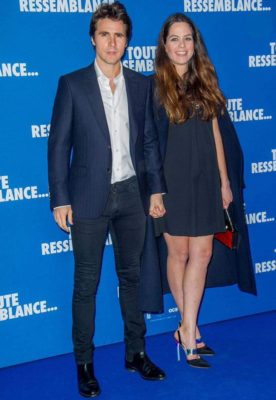 """Anouchka Delon enceinte et son compagnon Julien Dereimslorsde l'avant-première du film """"Toute ressemblance..."""" au cinéma UGC Ciné Cité Les Halles à Paris, le lundi 25 novembre 2019."""