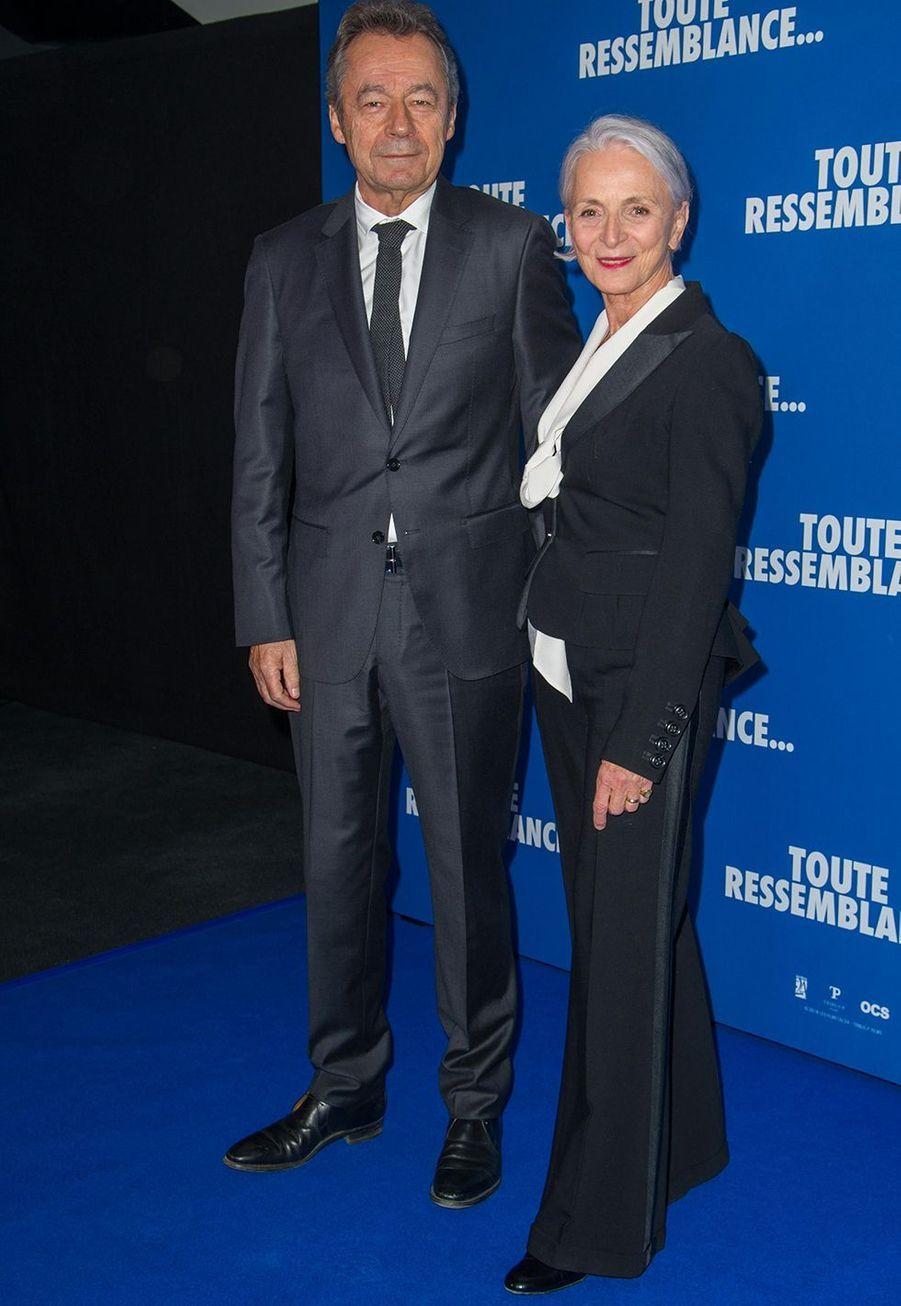 """Michel Denisot et sa femme Martine Patierlorsde l'avant-première du film """"Toute ressemblance..."""" au cinéma UGC Ciné Cité Les Halles à Paris, le lundi 25 novembre 2019."""