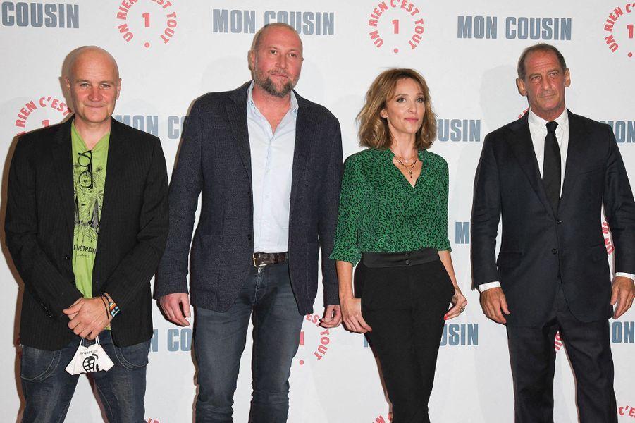 Jan Kounen, François Damiens, Alix Poisson et Vincent Lindonà l'avant-première du film«Mon Cousin» au Grand Rex à Paris le 28 septembre 2020