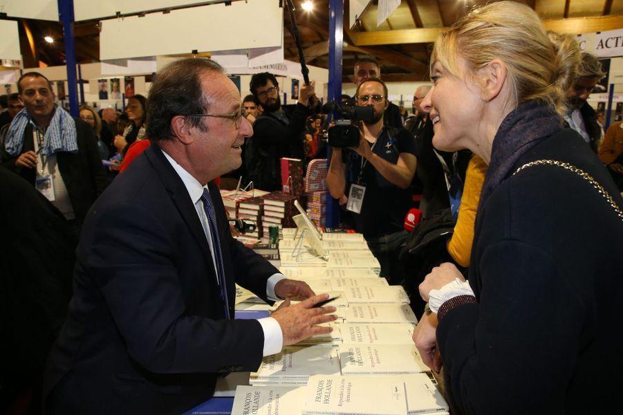 François Hollande et Julie Gayet samedi à laFoiredu livre deBrive.