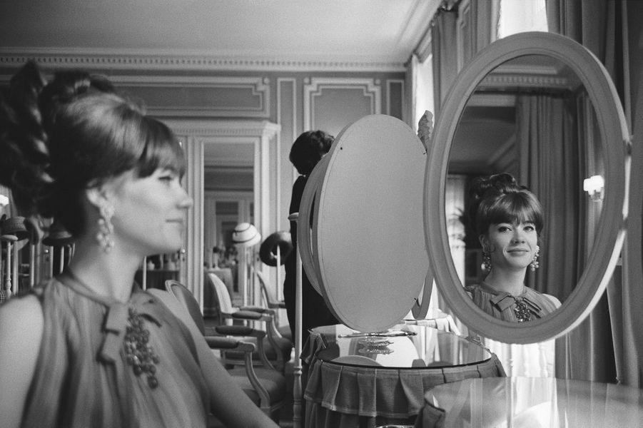 Françoise Hardy pose pour la couverture de Paris Match.