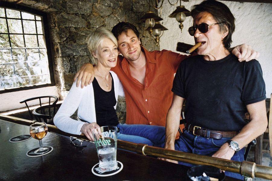 Thomas Dutronc avec ses parents en Corse.