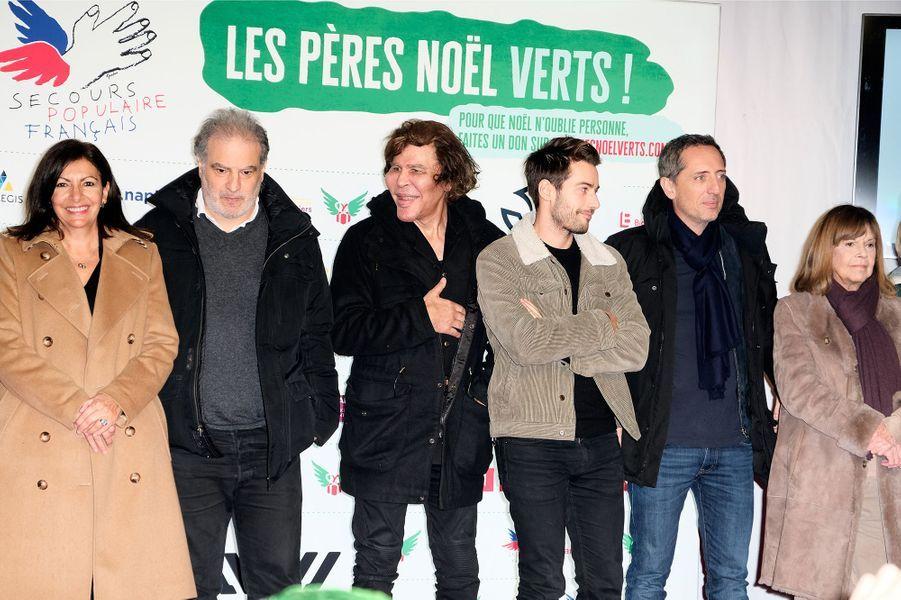 """Anne Hidalgo, Raphael Mezrahi, Igor Bogdanoff, Chantal Goya et Gad Elmalehlors du lancement officiel des """"Pères Noël Verts"""" du Secours Populaire à Paris le 25 novembre 2019."""
