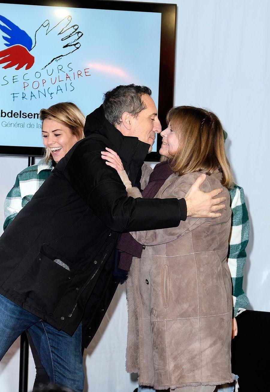 """Gad Elmaleh et Chantal Goya lors du lancement officiel des """"Pères Noël Verts"""" du Secours Populaire à Paris le 25 novembre 2019."""