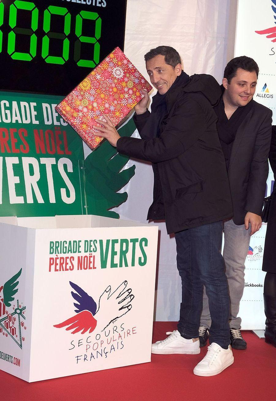 """Gad Elmalehlors du lancement officiel des """"Pères Noël Verts"""" du Secours Populaire à Paris le 25 novembre 2019."""
