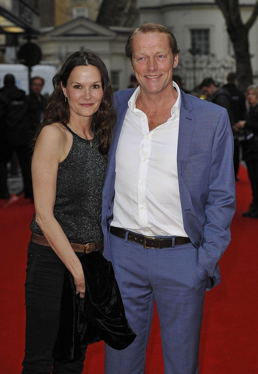 Iain Glen est en couple avec Charlotte Emmerson depuis 2005