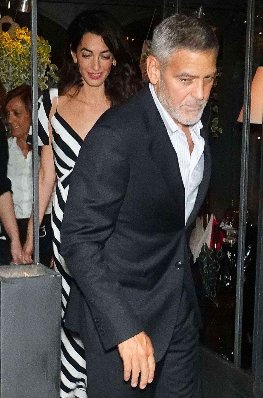 """George Clooney et sa femme Amal vont dîner au restaurant """"Il Gatto Nero"""" à Cernobbio, le 3 août 2018"""