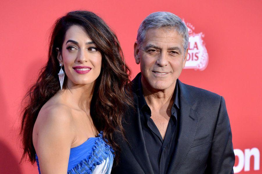 """George et Amal Clooney à l'avant-première de """"Suburbicon"""", le 22 octobre 2017 à Los Angeles."""