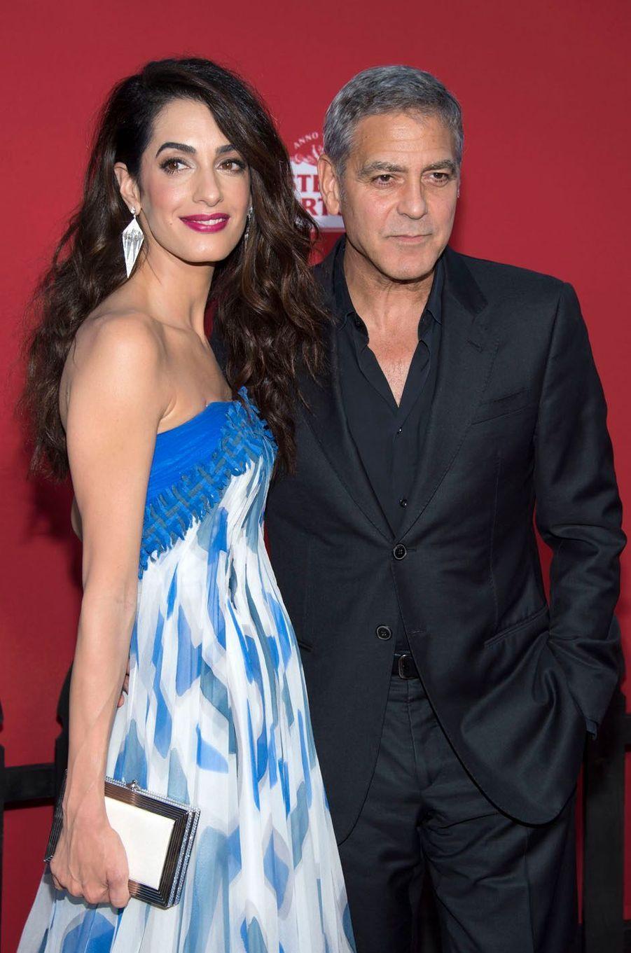 """George et Amal Clooneyà l'avant-première de """"Suburbicon"""", le 22 octobre 2017 à Los Angeles."""