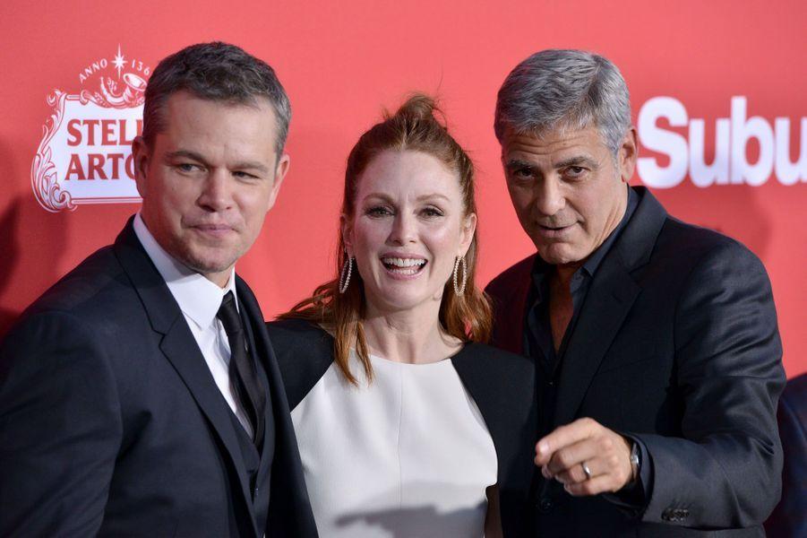 """Matt Damon, Julianne Moore et George Clooneyà l'avant-première de """"Suburbicon"""", le 22 octobre 2017 à Los Angeles."""