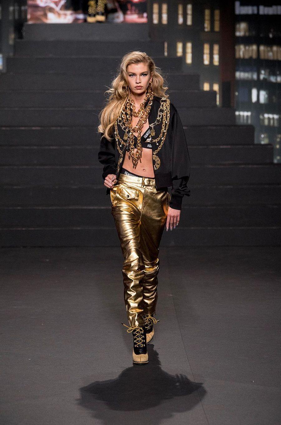 Stella Maxwell au défilé Moschino [tv] H&M, à New York, mercredi 24 octobre
