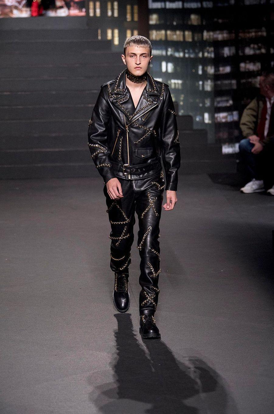 Anwar Hadid au défilé Moschino [tv] H&M, à New York, mercredi 24 octobre