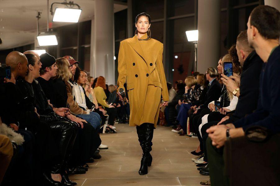 Doutzen Kroesdéfile pourProenza Schouler lors de la Fashion Week à New York, le 10 février 2020.