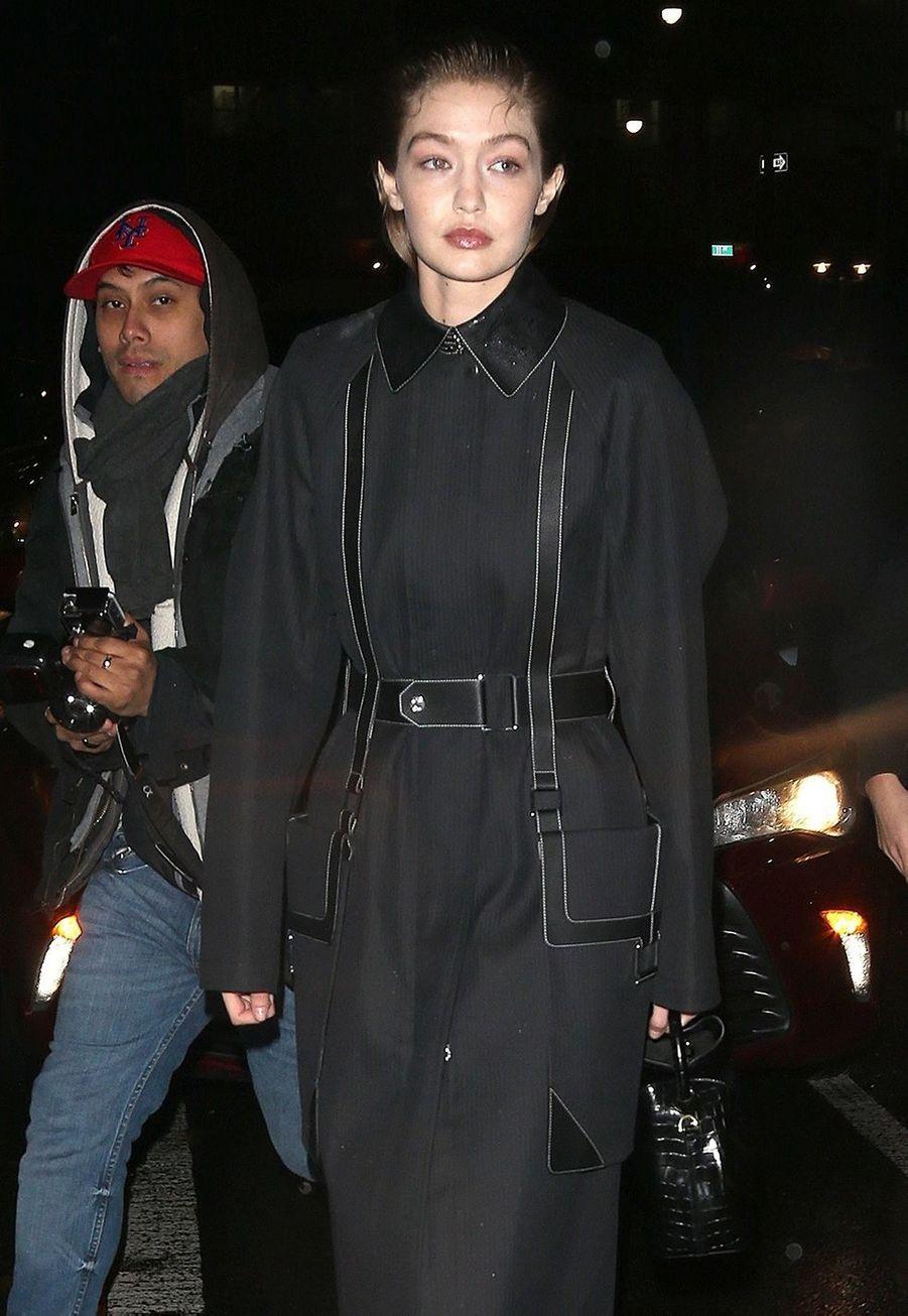 Gigi Hadidarrive au défiléProenza Schouler lors de la Fashion Week à New York, le 10 février 2020.