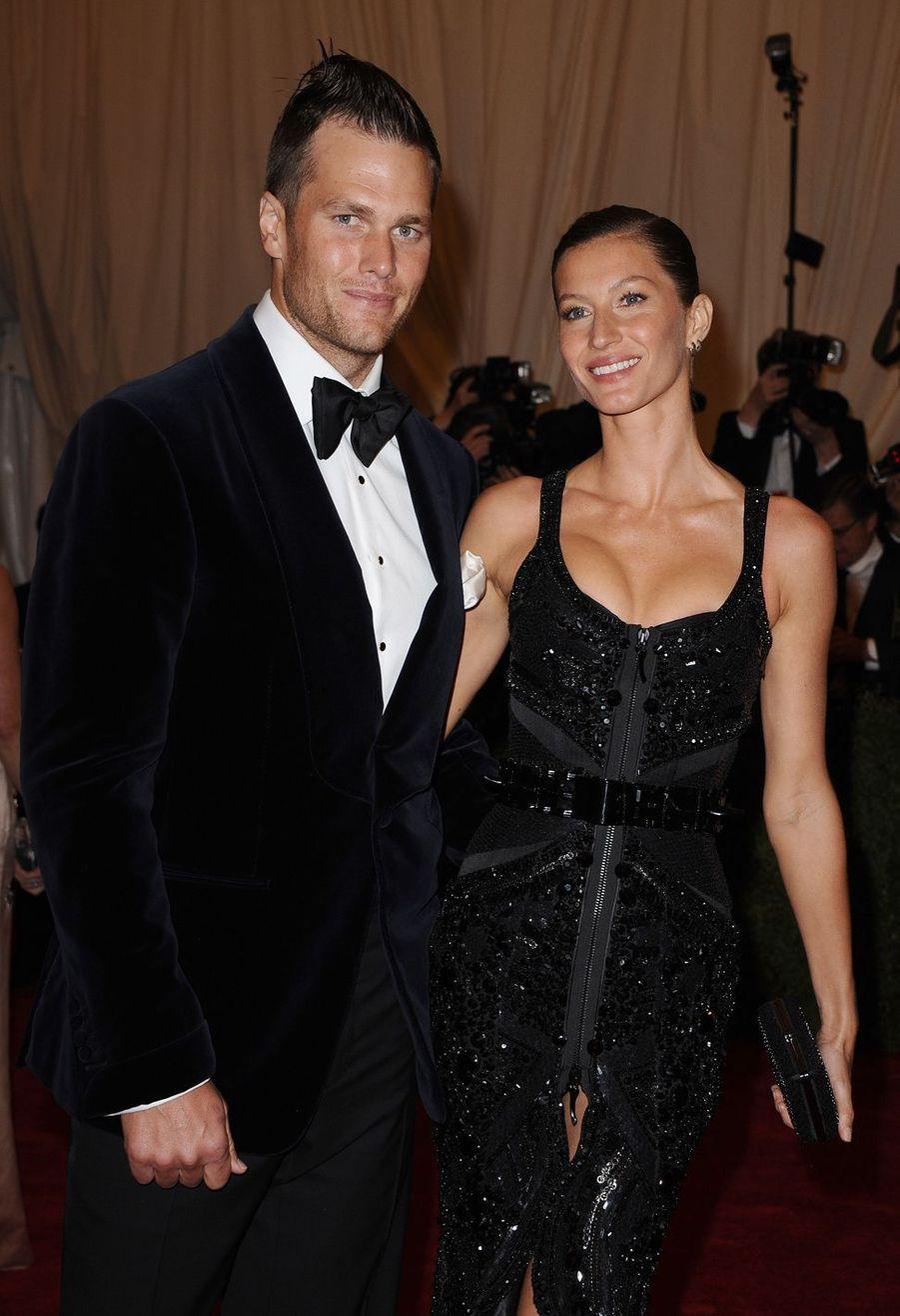 "Tom Brady et Gisele Bündchenlors de la soirée ""Schiaparelli et Prada""au Metropolitan Museum de New York, le 7 mai 2012"