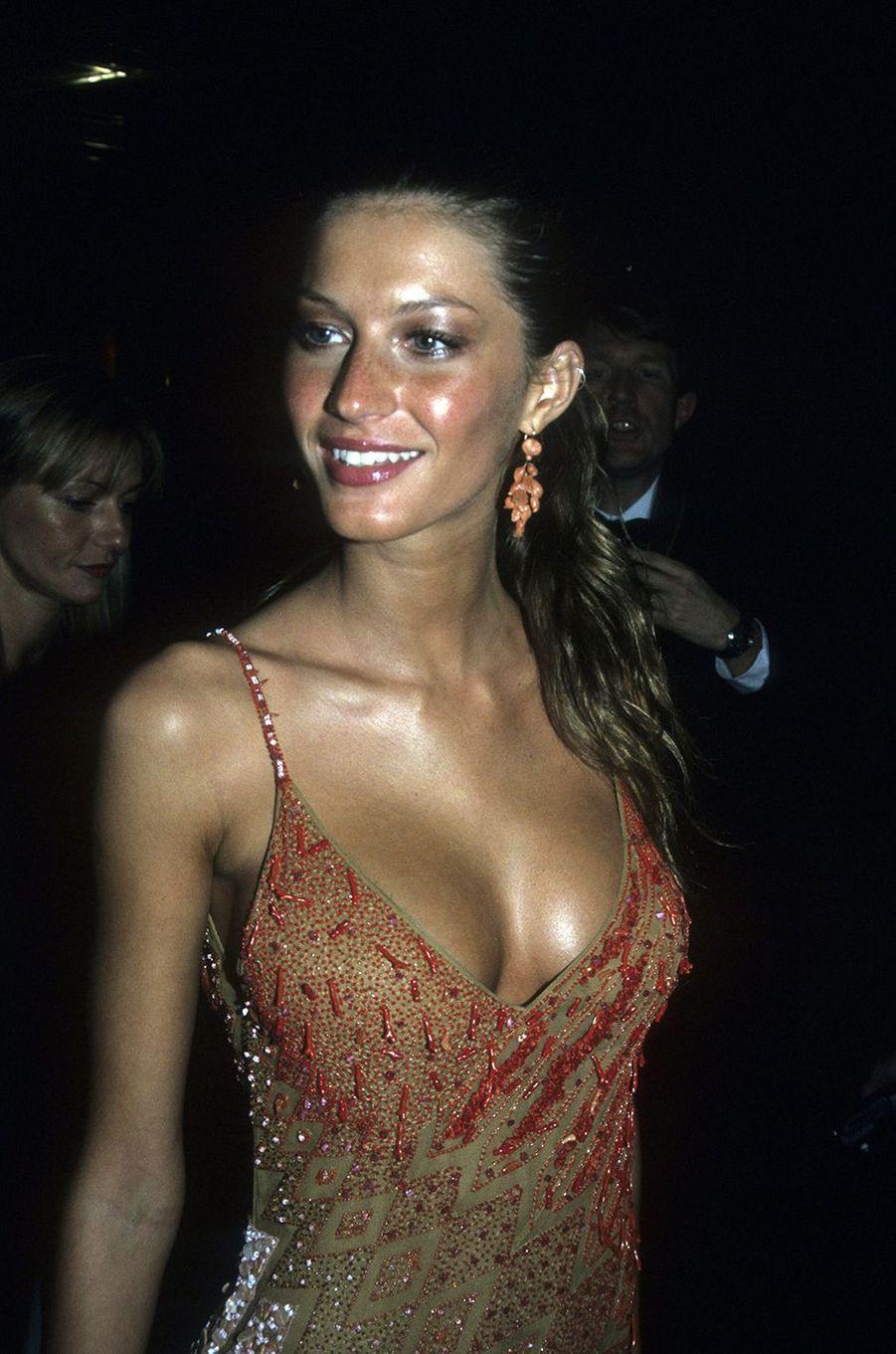 Gisele Bündchen lors d'une édition du Met Gala à New York à la fin des années 1990