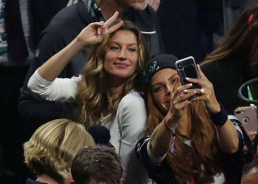 Gisele Bündchen fête la victoire de son mari Tom Brady lors du Super Bowl le 3 février 2019 à Atlanta (Géorgie).